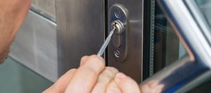 How to hire a reliable locksmith service provider in San Antonio city?