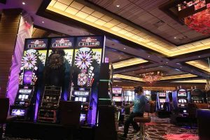 What Everyone Needs To Learn About Casino Poker